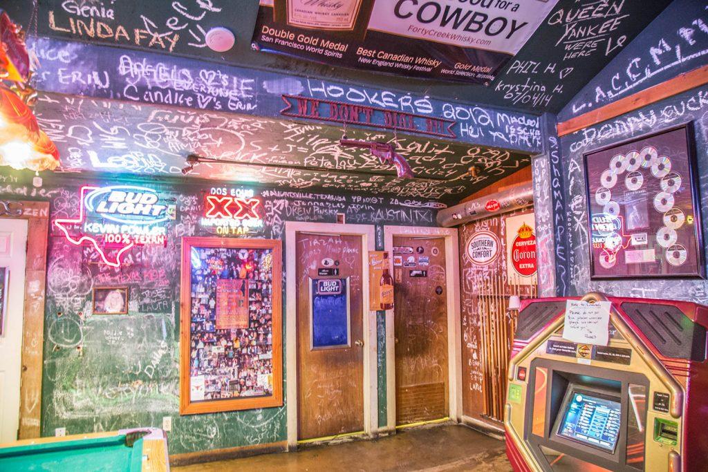 Poodie's Roadhouse - Lake Travis TX 08