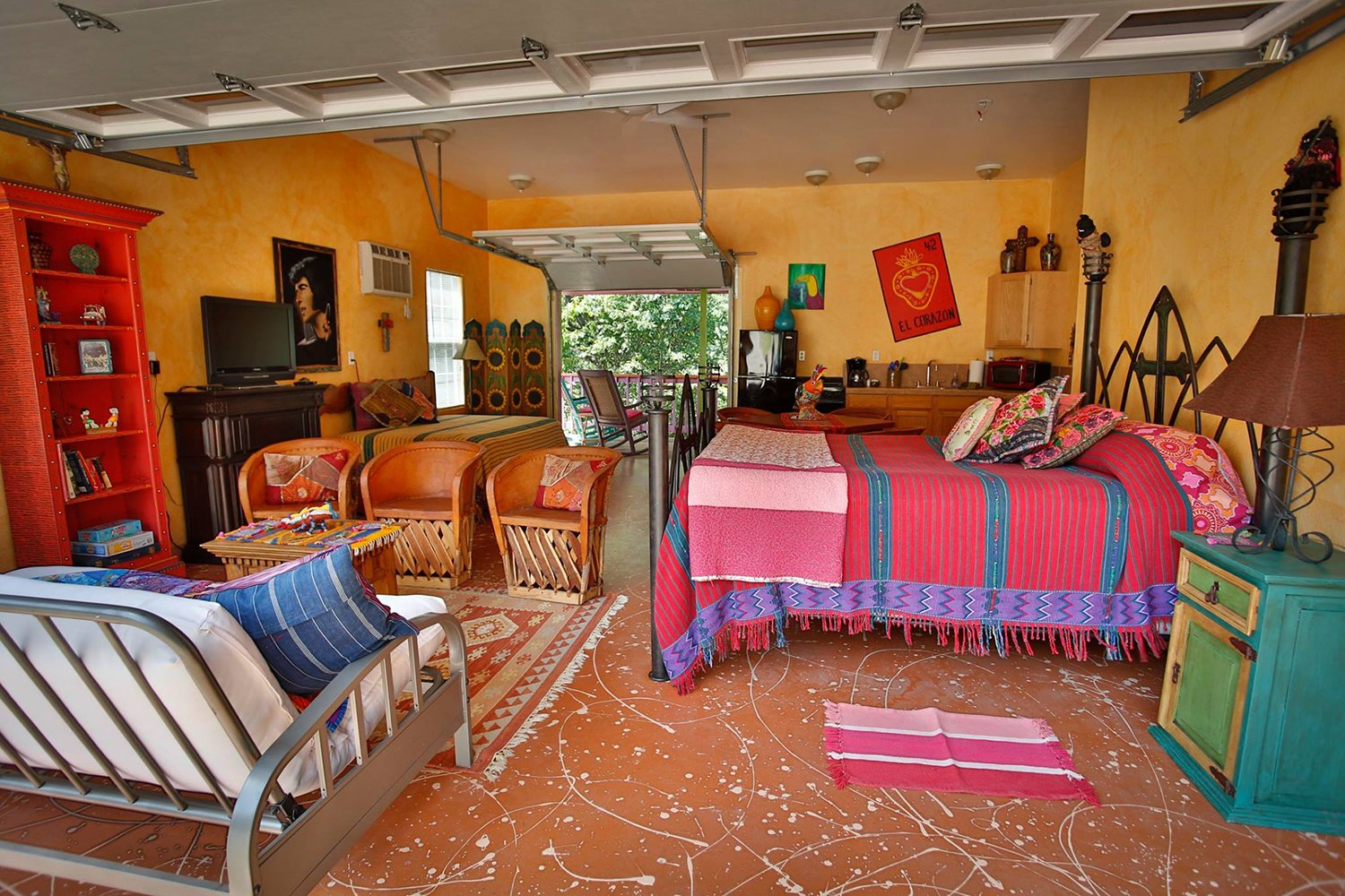Lost Parrot Cabins - Lake Travis Vacation Rental