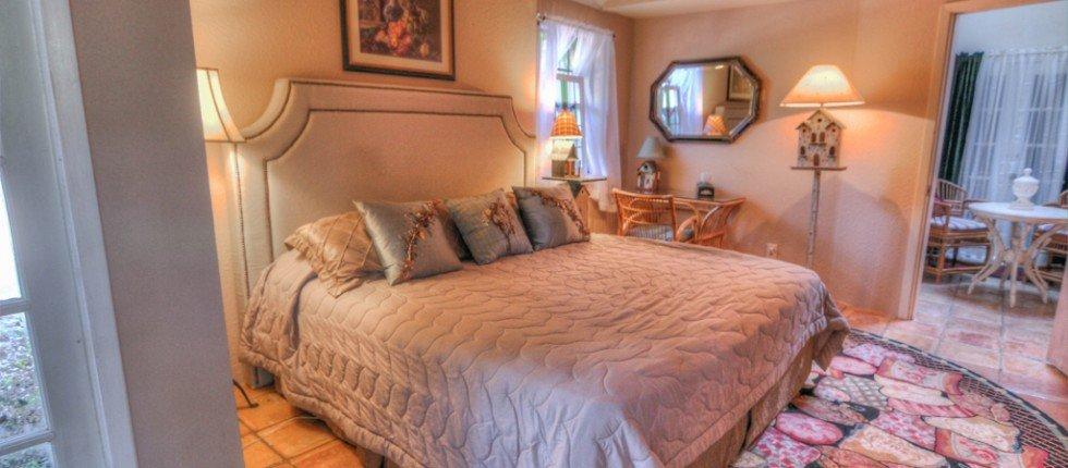 Robin's Nest Lake Travis Bed & Breakfast