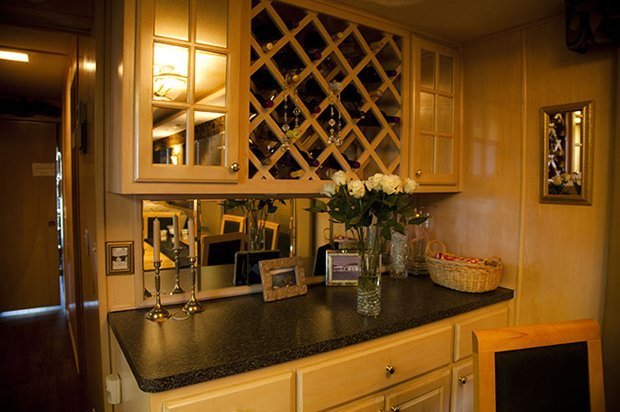 Utopian Lake Travis Houseboar Rental & Charter