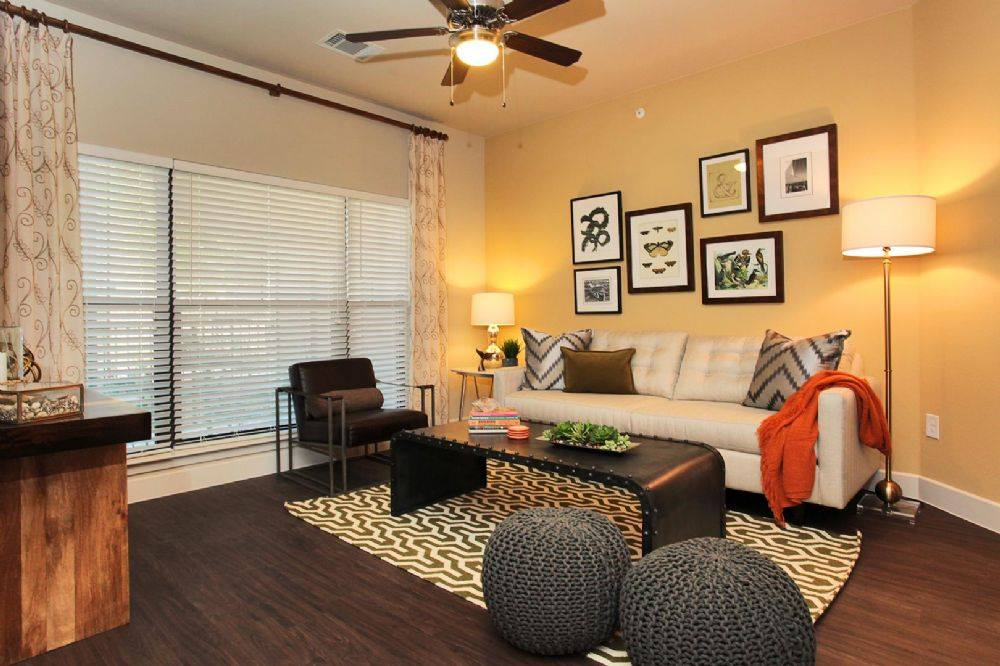 Esates at Bee Cave - Lake Travis Apartments