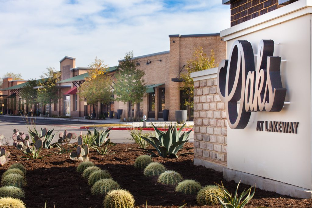 The Oaks at Lakeway - Lake Travis Outdoor Mall
