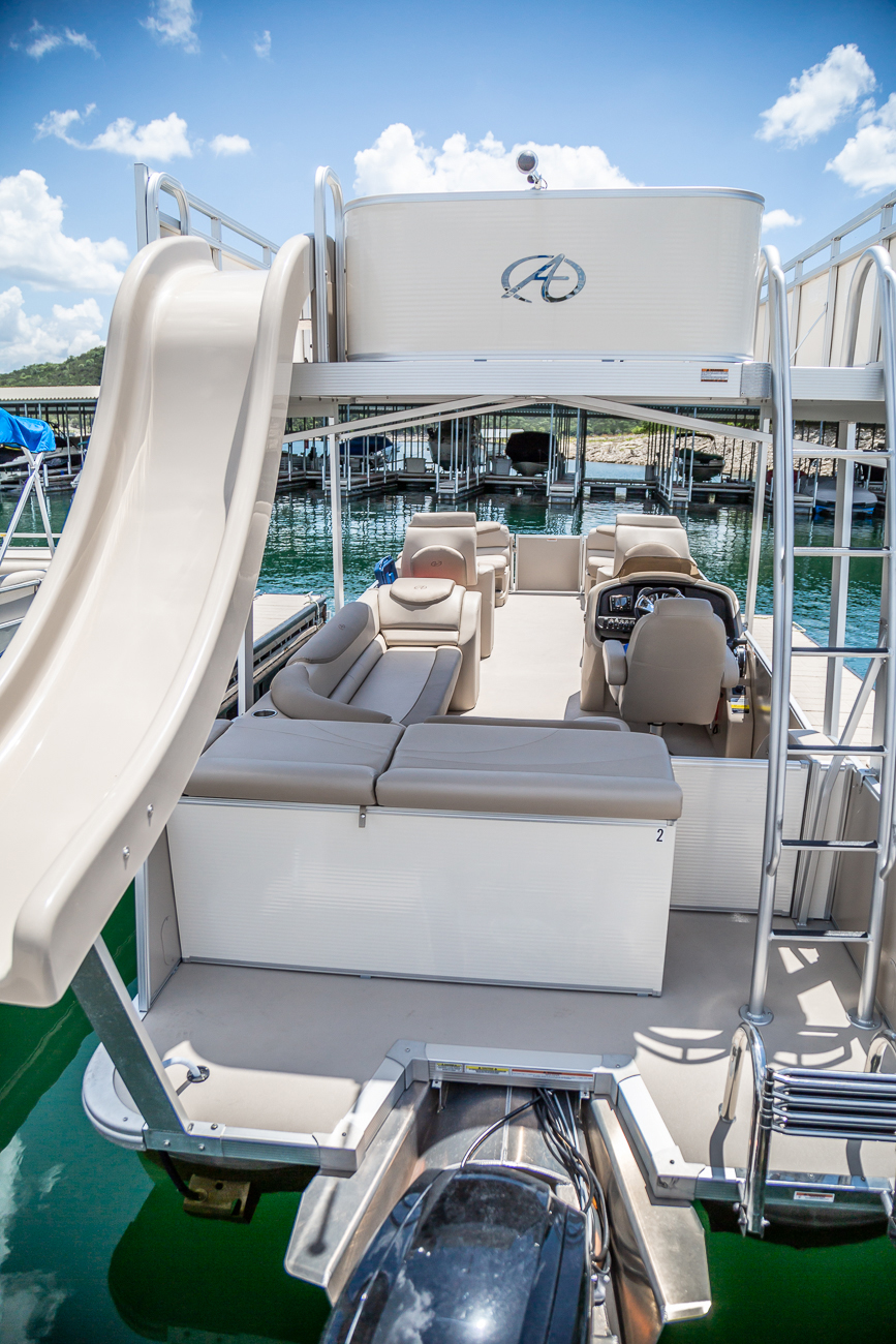 Riviera Boat Rentals on Lake Travis