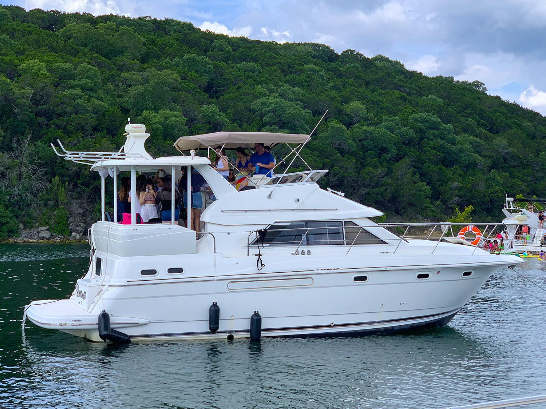 Lake Travis Yacht Charter's - Goldeneye